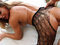Nicole Aniston shows off her fantastic butt then gets a good fucking