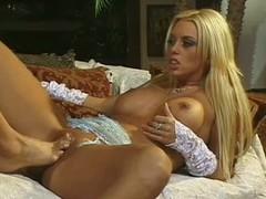 Lesbians with foor fetish Kianna Dior and Brittney Skye