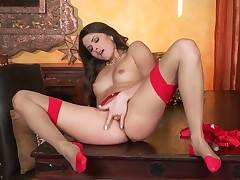 Tattoos Aspen Rae gives a closeup view of her muff pie while masturbating with dildo