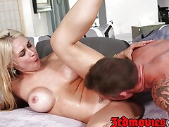 Sarah Vandellla fucks for cash