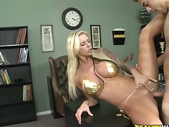 Xander Corvus stretches charming Brookes mouth with his beefy dick to the restriction